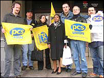 Civil service union members picketing