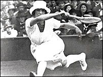 Suzanne Lenglen on court in 1920