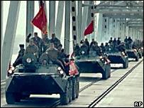 Советские танки покидают Афганистан