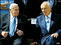 Israeli PM Ariel Sharon and opposition leader Shimon Peres in April 2004
