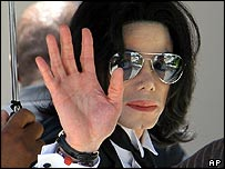 Michael Jackson arriving at court