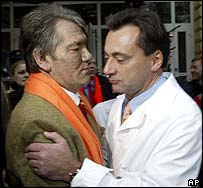 Yushchenko embraces head doctor Michael Zimpfer