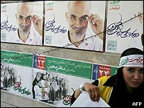 Supporter of opposition candidate Mostafa Moin