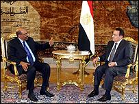 الرئيس المصري حسني مبارك ونظيره السوداني عمر حسن البشير