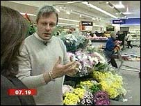 Sophie Hutchinson and psychologist in a supermarket