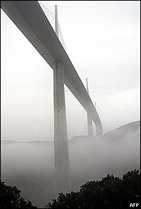 picture of millau bridge