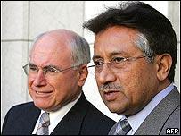 Australian Prime Minister John Howard (L) and Pakistan President General Pervez Musharraf