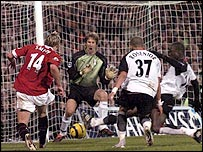 Man Utd's Alan Smith pokes the ball past Fulham keeper Edwin van der Sar