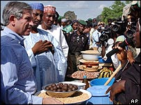 Paul Wolfowitz visits a market in Bauchi, Nigeria during his African tour