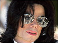Michael Jackson leaves court