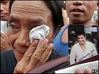 Mourners in Manila (14/12/04)