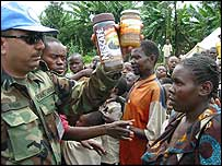 UN troops giving food to Congolese
