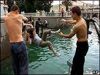Russians cool off in river    AP