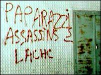 Paparazzi graffiti