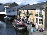 Leeds-Liverpool Canal, in Burnley - courtesy of Elevate East Lancashire