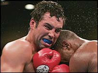 Oscar de la Hoya in action against Bernard Hopkins