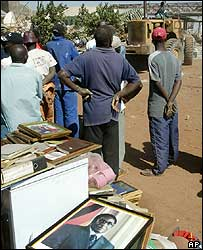 People with salvaged photo of President Mugabe