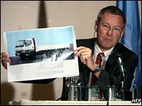 مهليس يعرض صورة لشاحنة من الطراز الذي استخدم في اغتيال الحريري