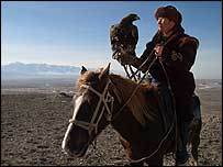 Aldebergen Shalipov and eagle (picture Christopher Herwig)