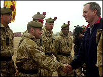 Geoff Hoon with soldiers