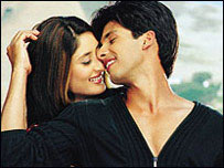 Kareena Kapoor and Shahid Kapoor on the set of the film Fida