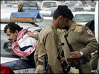 Saudi troops arrest a suspect during a demonstration 16 December 2004 in the center of Riyadh