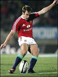 Charlie Hodgson kicks a penalty against Otago