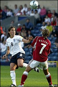 Partido entre Dinamarca e Inglaterra en la Eurocopa de f�tbol femenino.