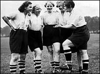 F�tbol femenino en los a�os 20.