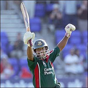 Aftab Ahmed  celebrates