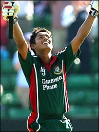 Bangladesh's Mohammad Ashraful celebrates his incredible century