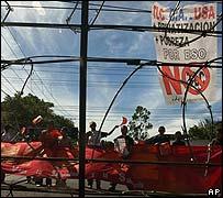 Manifestantes contra el CAFTA