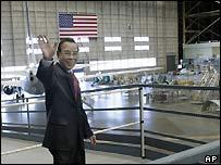 Phan Van Khai tours the Boeing factory in Renton, WA