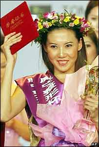 Feng Qian celebrates after winning the contest
