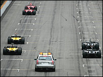 Only the Ferraris, Jordans and Minardis sit on the grid awaiting the start of the US Grand Prix