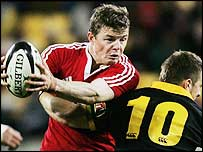 Brian O'Driscoll on the attack for the Lions against Wellington
