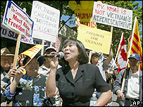 Anti-Vietnamese government protest in Seattle - 19/6/05