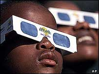 Zambian children watch the 2001 solar eclipse