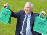 Lib Dem MSP Mike Pringle launching his bag campaign