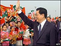 Chinese President Hu Jintao waves to children in Macau