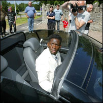 Man Utd and France striker Louis Saha arrives at the wedding