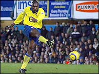 Arsenal defender Sol Campbell scores his side's winner against Portsmouth