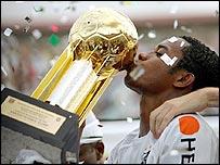 Robinho celebrates Santos' Brazilian championship victory