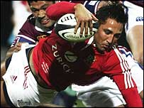 Gavin Henson scores one of his two tries against Southland