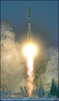 Molniya M launching in February 2004, AP