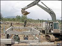 Thai troops helping reconstruction work - 16/6/05