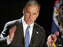 Howard Dean campaigns for the White House in January 2004