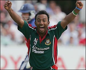 Aftab Ahmed shows his joy at claiming the wicket of Andrew Flintoff for 17 runs