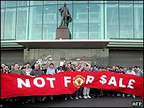 Man Utd fans protesting outside Old Trafford