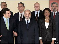 Iraqi PM Ibrahim Jaafari with the EU's Jose Manuel Barroso on his right and US Secretary of State Condoleezza Rice on his left.
